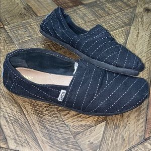 Nice toms for women's size 7.5 check out pictures